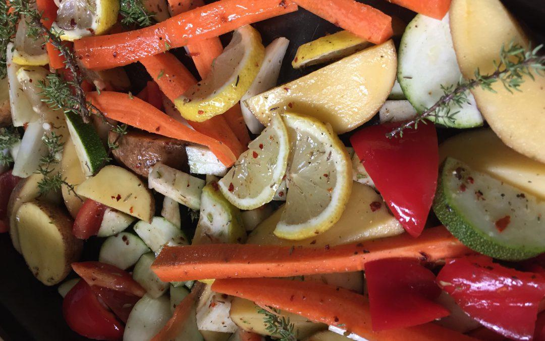 Gemüse und Kartoffeln vom Blech