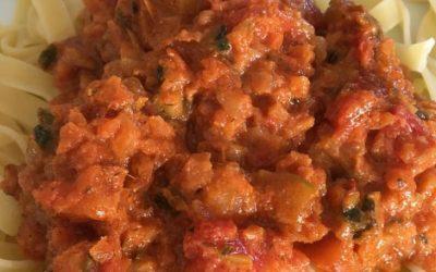 Nudeln mit Tomaten-Karotten-Sauce vegan