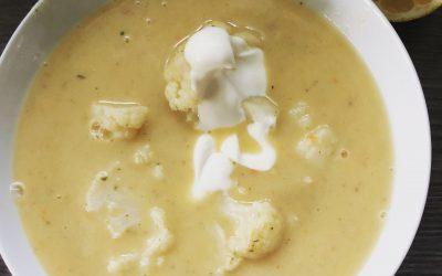 Blumenkohl-Cremesuppe mit Zitronensahne